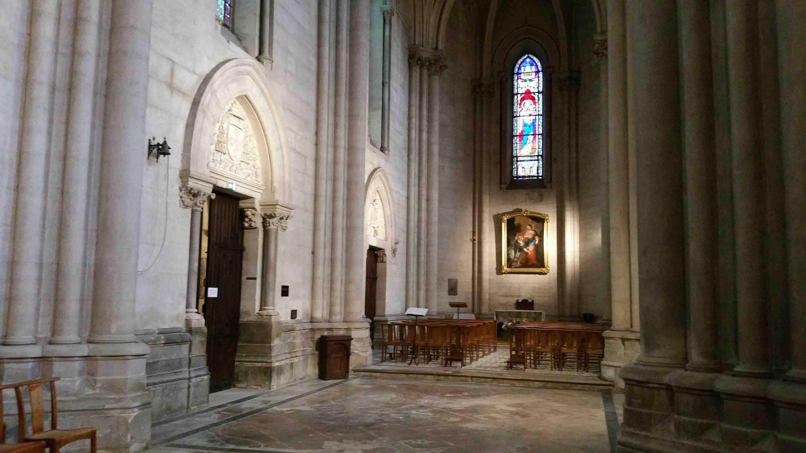 Bas côtés et autel de semaine